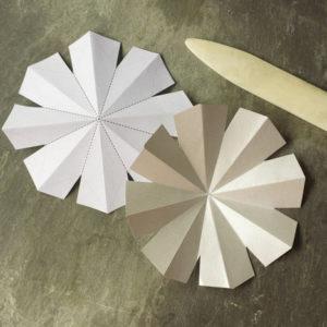 Красивые объемные снежинки из бумаги (4)