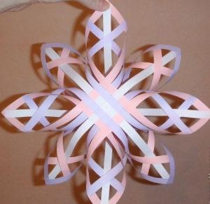 Красивые объемные снежинки из бумаги (42)
