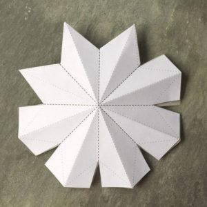 Красивые объемные снежинки из бумаги (5)