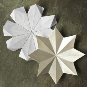 Красивые объемные снежинки из бумаги (6)