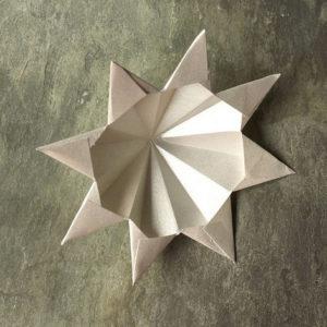 Красивые объемные снежинки из бумаги (7)