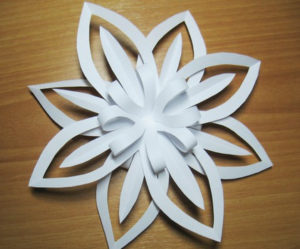 Красивые объемные снежинки из бумаги (72)