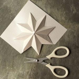 Красивые объемные снежинки из бумаги (8)