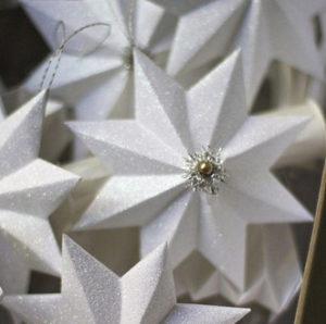Красивые объемные снежинки из бумаги (9)