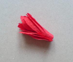 Как делать цветы из салфеток (1)