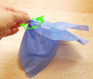 Как делать цветы из салфеток (12)