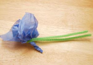 Как делать цветы из салфеток (15)