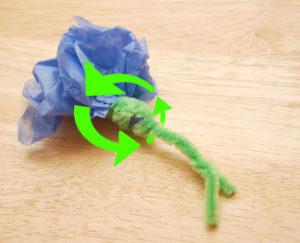 Как делать цветы из салфеток (16)