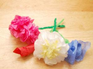 Как делать цветы из салфеток (18)