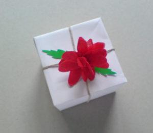 Как делать цветы из салфеток (3)