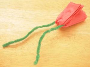 Как делать цветы из салфеток (6)