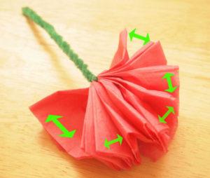 Как делать цветы из салфеток (8)