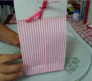 Как красиво упаковать подарок в бумагу (26)