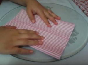 Как красиво упаковать подарок в бумагу (31)