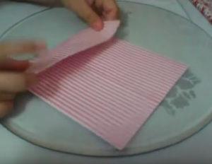 Как красиво упаковать подарок в бумагу (36)