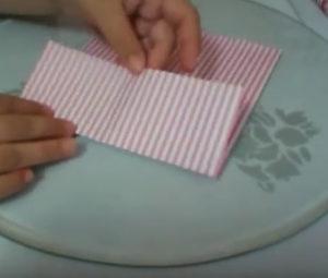 Как красиво упаковать подарок в бумагу (37)