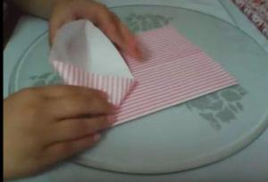 Как красиво упаковать подарок в бумагу (38)