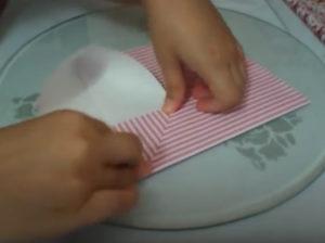 Как красиво упаковать подарок в бумагу (39)