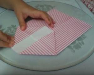 Как красиво упаковать подарок в бумагу (40)