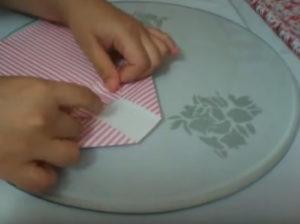 Как красиво упаковать подарок в бумагу (41)