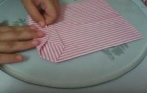 Как красиво упаковать подарок в бумагу (42)