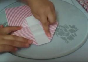 Как красиво упаковать подарок в бумагу (43)