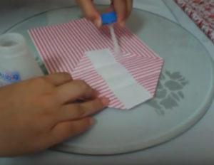 Как красиво упаковать подарок в бумагу (44)