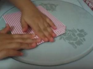 Как красиво упаковать подарок в бумагу (47)