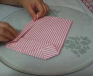 Как красиво упаковать подарок в бумагу (49)