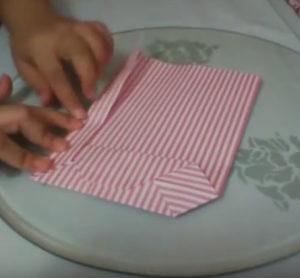 Как красиво упаковать подарок в бумагу (52)