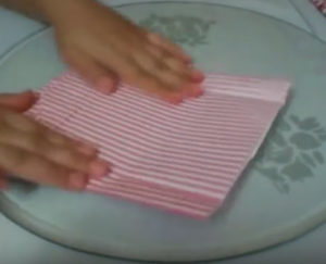 Как красиво упаковать подарок в бумагу (55)