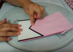 Как красиво упаковать подарок в бумагу (6)
