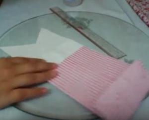Как красиво упаковать подарок в бумагу (86)