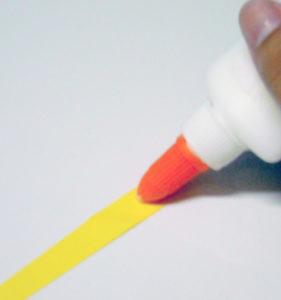 Как сделать бусы из бумаги (5)