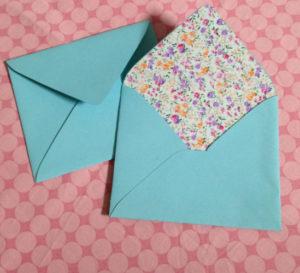 Как сделать маленькие конвертики из бумаги (10)