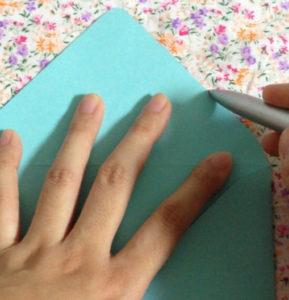 Как сделать маленькие конвертики из бумаги (3)