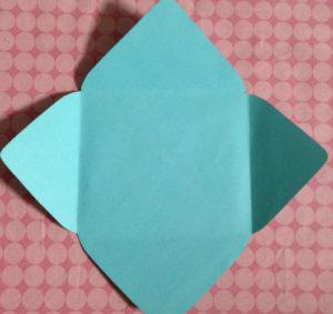 Как сделать маленькие конвертики из бумаги (5)