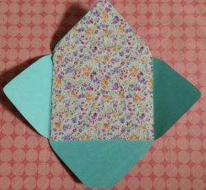 Как сделать маленькие конвертики из бумаги (8)