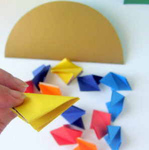 Как сделать открытку на 8 марта. Поделки своими руками для детей детского сада (1)