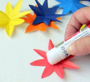 Как сделать открытку на 8 марта. Поделки своими руками для детей детского сада (4)