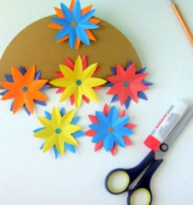 Как сделать открытку на 8 марта. Поделки своими руками для детей детского сада (6)