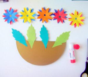 Как сделать открытку на 8 марта. Поделки своими руками для детей детского сада (9)