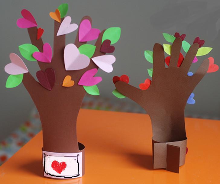 Рука с сердечками поделка