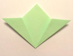 Подарок маме на 8 марта своими руками. Как сделать оригами цветок легко (4)
