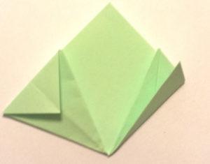 Подарок маме на 8 марта своими руками. Как сделать оригами цветок легко (7)