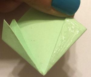 Подарок маме на 8 марта своими руками. Как сделать оригами цветок легко (8)