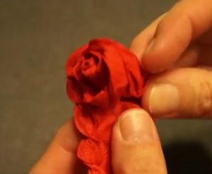 Розочки из салфеток своими руками (58)