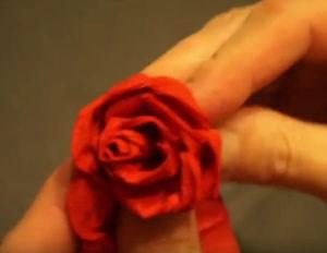 Розочки из салфеток своими руками (59)