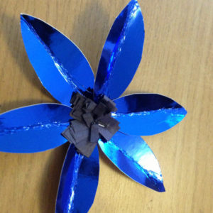 Самые простые цветы из бумаги (17)