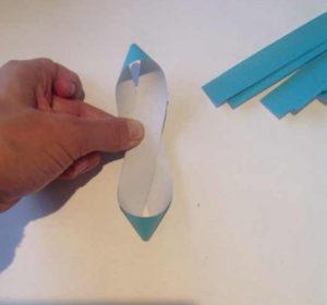 Украшаем коробку для подарка. Самые простые цветы из бумаги своими руками (9)